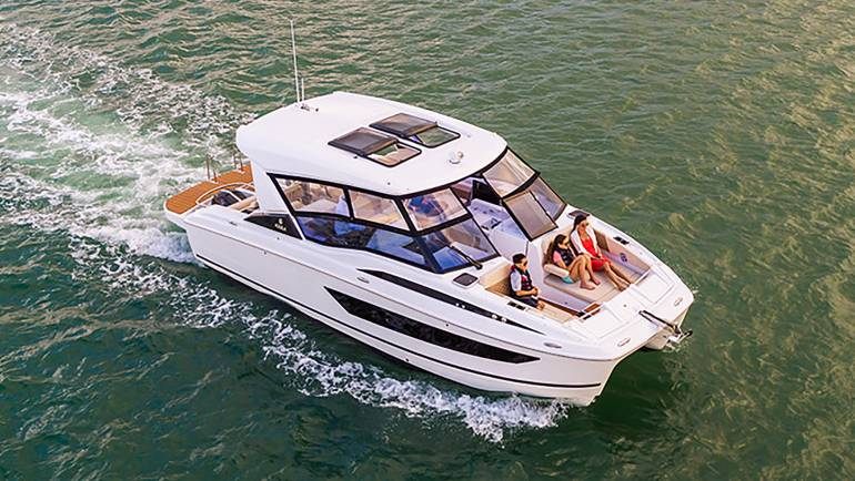 Aquila 32 Power Catamaran